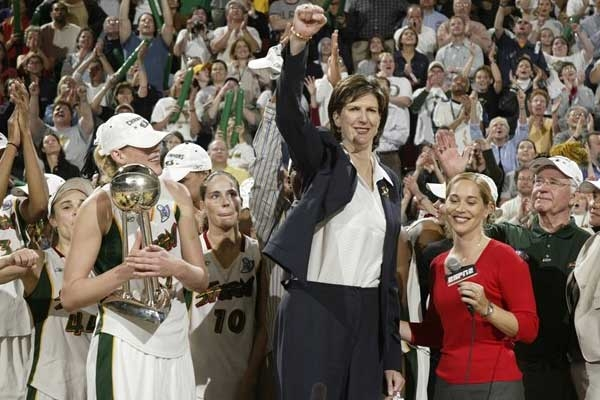 Hall Of Fame as Former Seattle Storm Coach Anne Donovan Dies